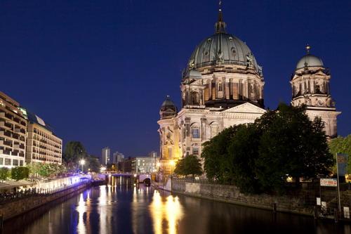 Berliner Dom bei Nacht (© visitberlin, Foto: Philip Koschel)