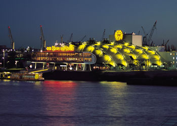 Theaters im Hafen Hamburg (Foto: Bent Weber)
