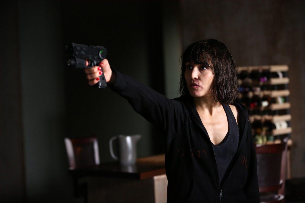Wednesday (Noomi Rapace) setzt sich zur Wehr. (© Splendid Film GmbH)
