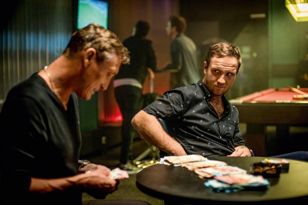 """Dejan (Oliver Masucci) und Ivo (Frederick Lau) in """"Spielmacher"""" (© 2018 Warner Bros. Ent)"""