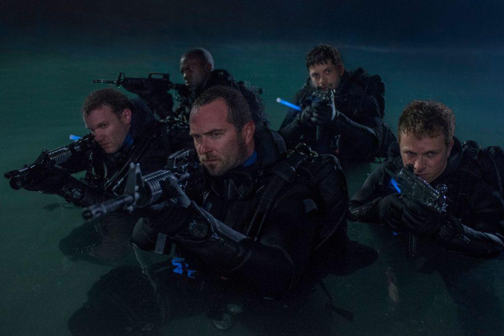 Auf geheimer Mission: Die Navy SEALs begeben sich auf die Suche nach einem verschollenen Schatz (© Universum Film)