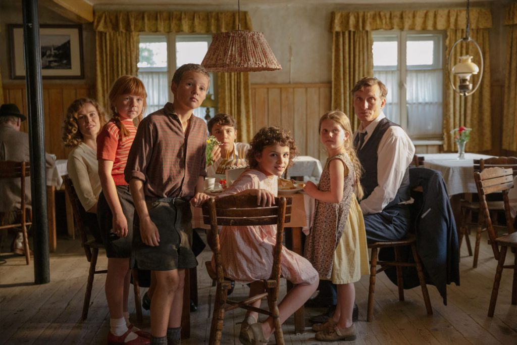 """Als Hitler das rosa Kaninchen stahl"" Szenenbild (© 2019 Warner Bros. Ent., Frédéric Batier)"